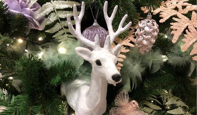 smal detail kerstboom hert.jpg