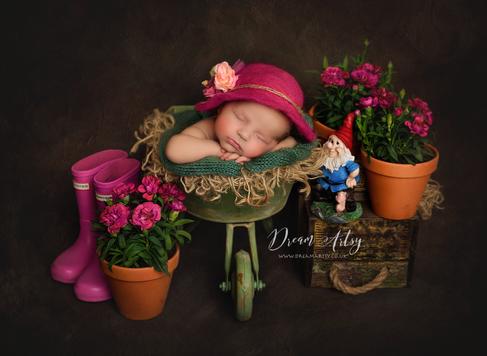 Newborn-photograher-near-me.png