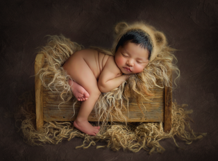 Newborn Photographer near me Reading Basingstoke Windsor Chiswick Acton Chelsea