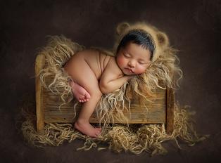 Newborn Photographer near me Reading Basingstoke Windsor Chiswick Acton Chelsea