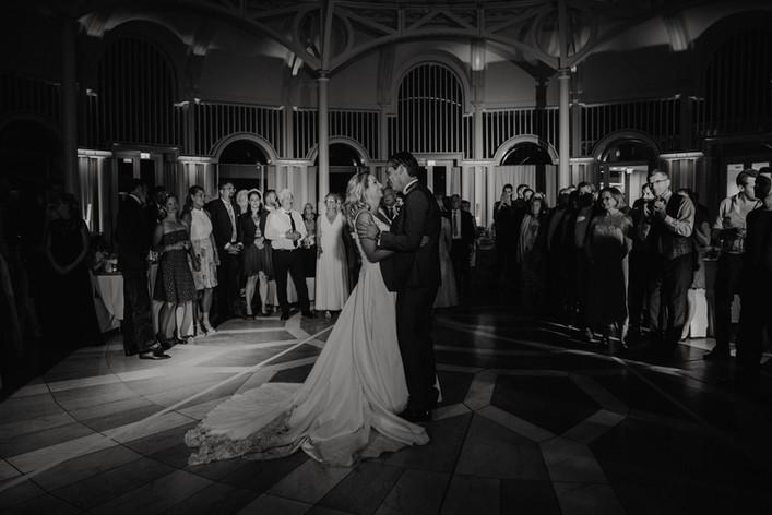 Hochzeitsfotograf_Hochzeitsreportage_NRW_Petersberg_Hochzeitstanz.jpg