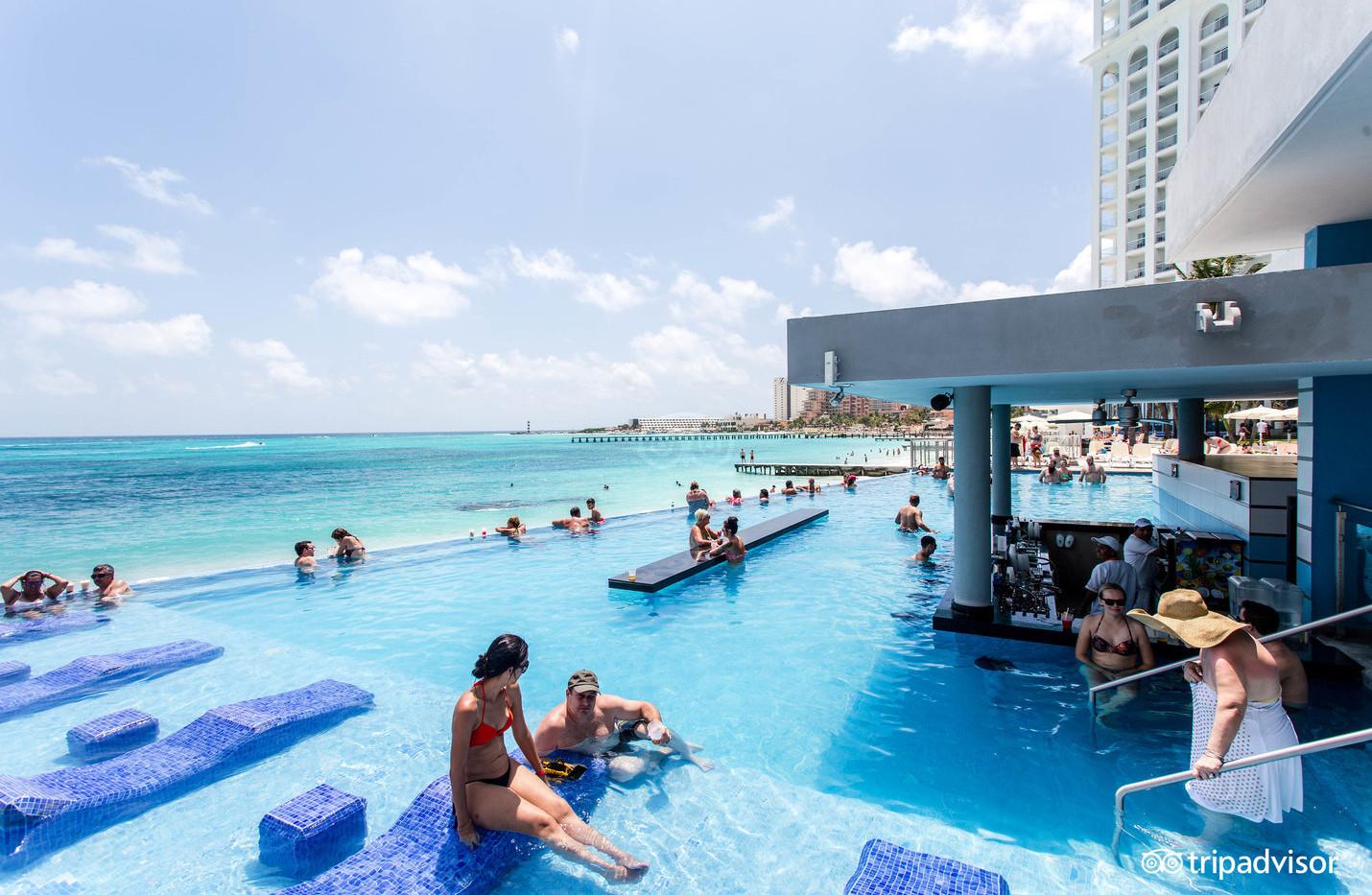 wetn-drinking-pool--v12371221.jpg