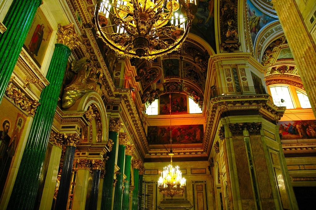 L'intérieur de la cathédrale Saint-Isaac de Saint-Pétersbourg