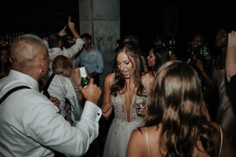 Summer-Wedding-Chicago- Bride-Dancing-Fu