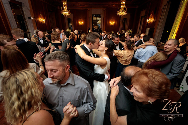 Intercon-Chicago-Wedding- Couple-Kissing