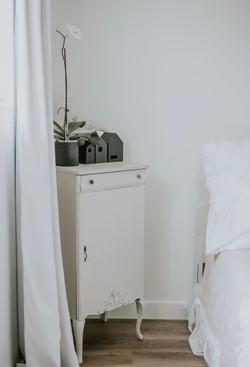 elegant white bedroom decor