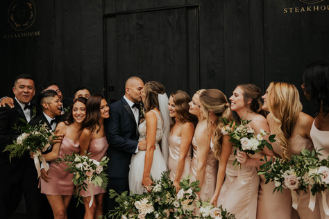 Summer-Wedding-Chicago- Party-Couple-Kis