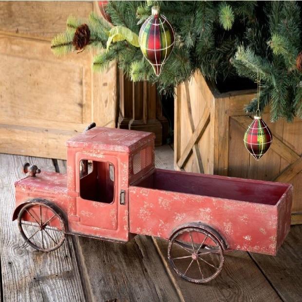 metal rustic Christmas truck decor