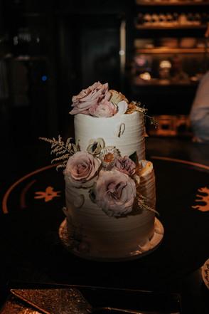 Summer-Wedding-Chicago- cake-roses-blush
