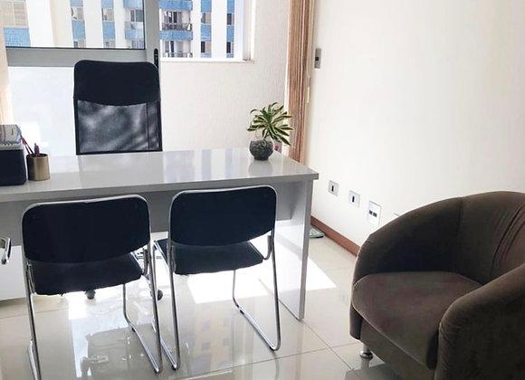 Sala mobiliada em Clínica de Estética / Fisioterapia