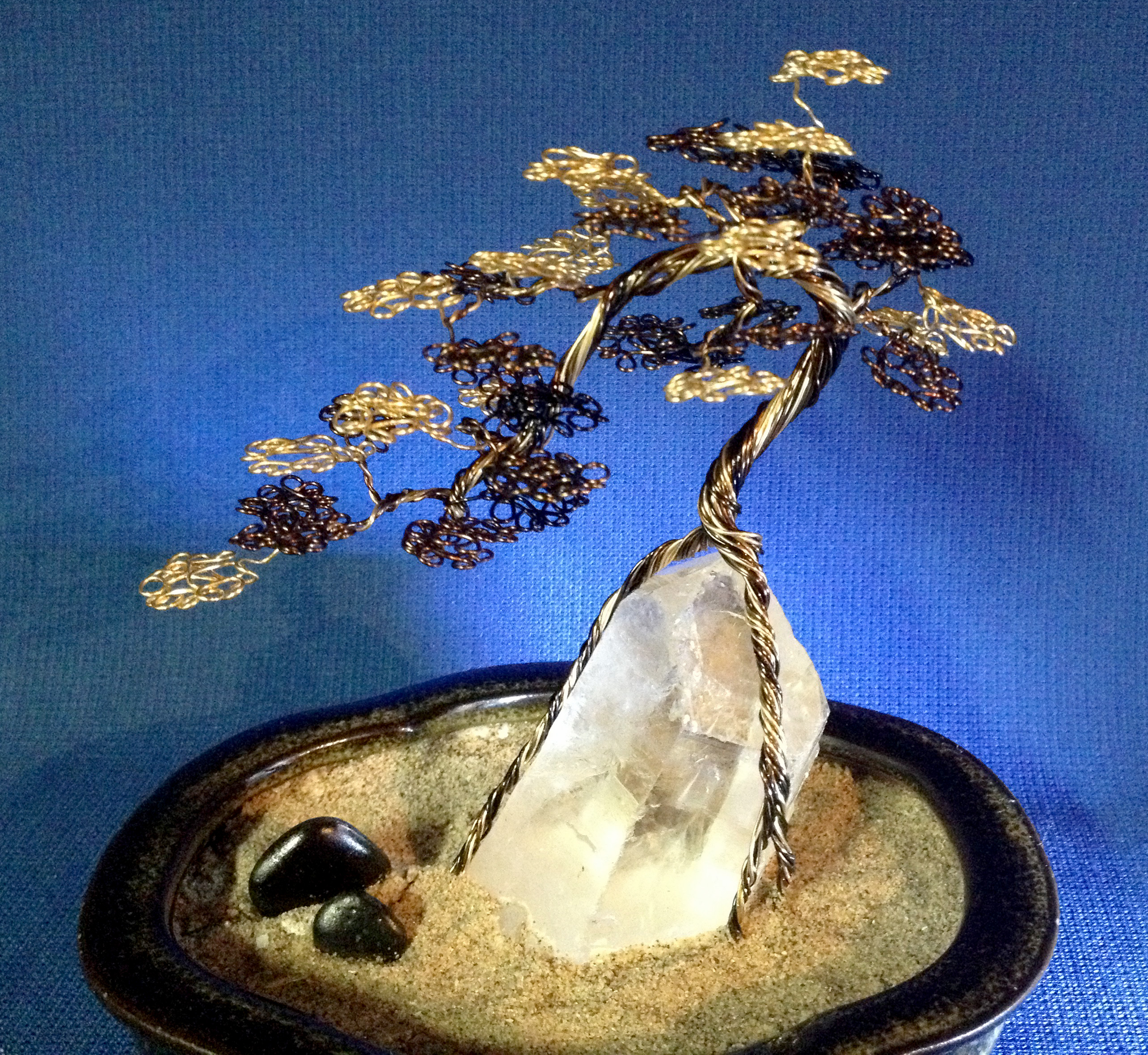 Cascade bonsai on quartz