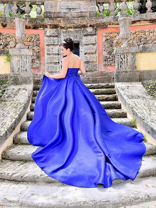 Foto de Quinceañera en escaleras Vizcaya