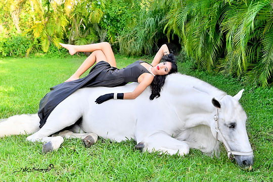 photoshoot for quinceanera in secret garden with white horse