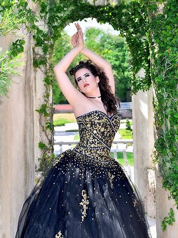 Foto de Quinceañera con vestido negro en Vizcaya