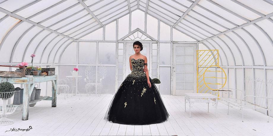 Quinceañera con hermoso vestido de quince Little River
