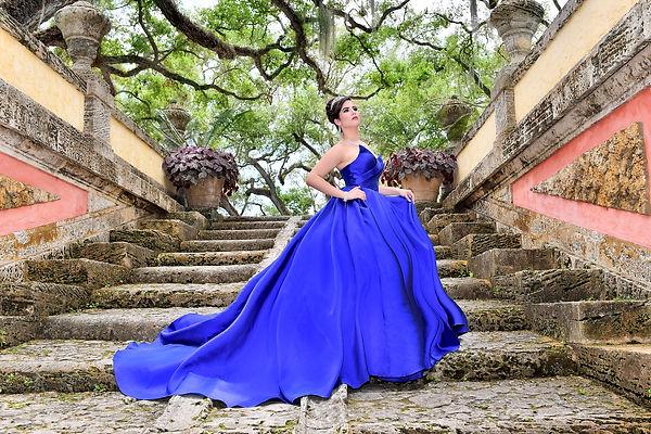 Foto de Quinceañera con vestido azul  en Vizcaya