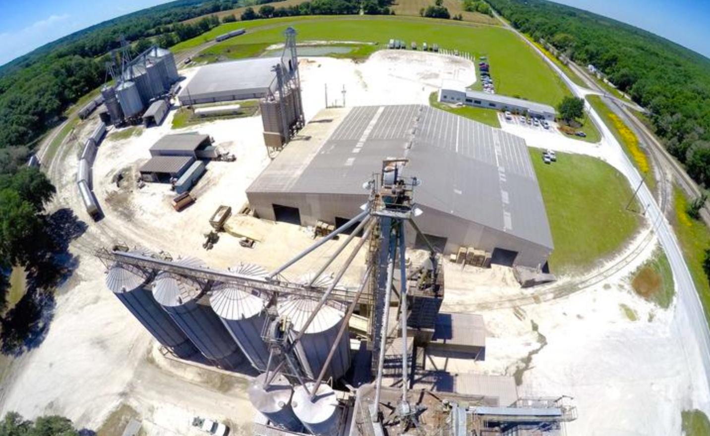 60,000 sqft of warehouse storage / 600,000 bushels of bin storage