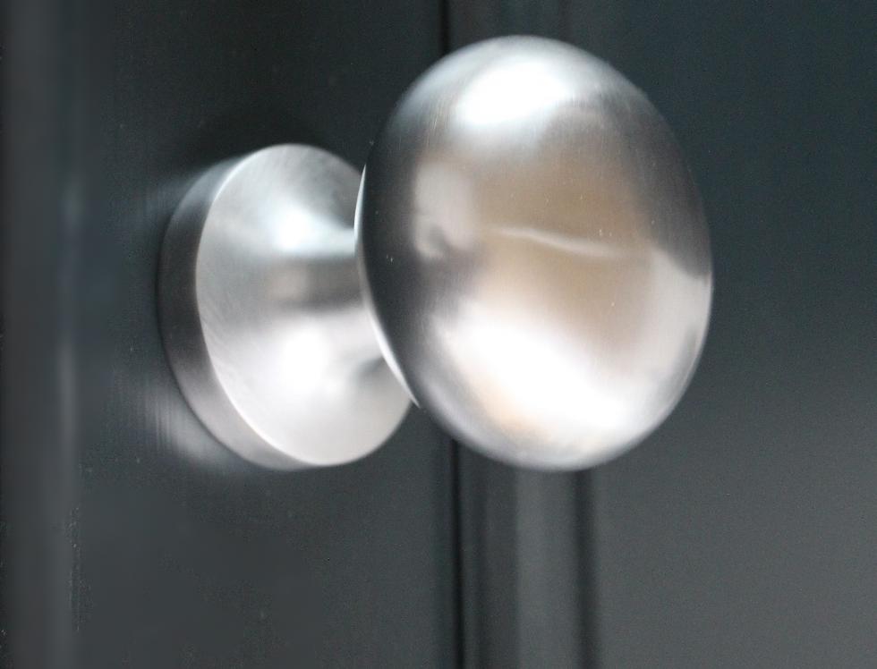 Round centre knob