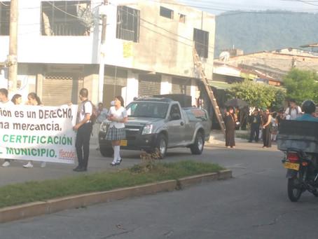 Docentes y estudiantes rechazan con marcha proceso de certificación en La Dorada