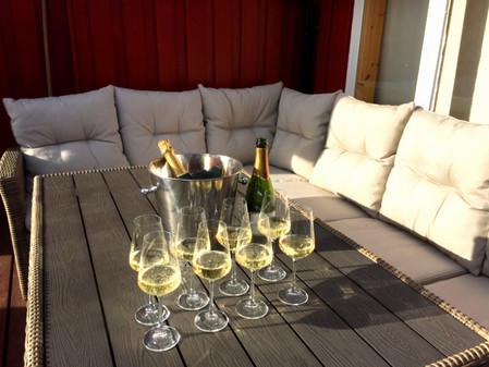 HOI champagne.jpg