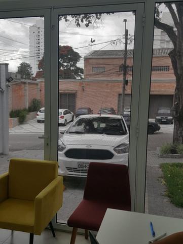 Estacionamento e entrada adaptada