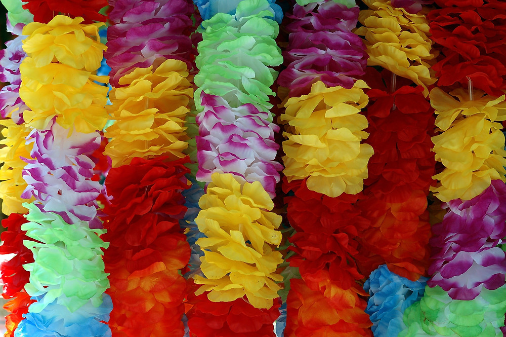 Liverpool Celebrant, Lorraine Hull: wedding leis