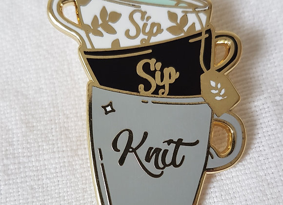 """Emaille- Pin """"Sip, Sip, Knit"""""""
