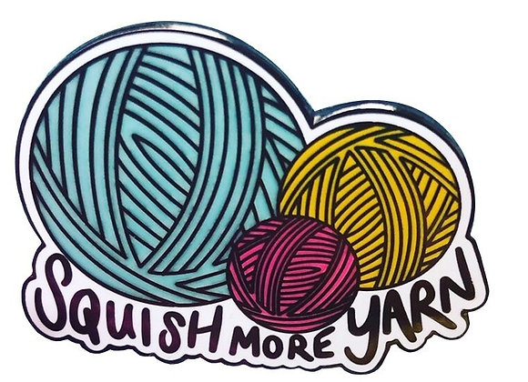 "Emaille- Pin ""Squish more yarn"""