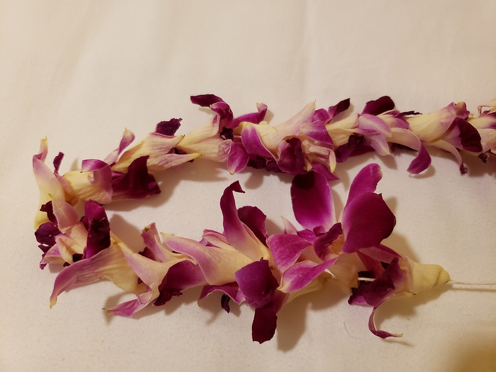 Liverpool Celebrant, Lorraine Hull: wedding lei