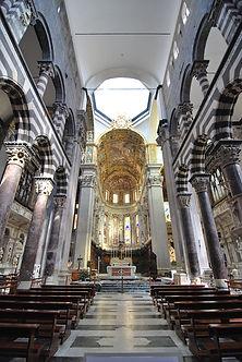 Genoa_cathedral_interior_2009.JPG