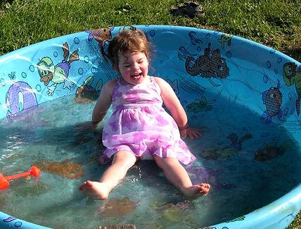 03-06-07 katie in pool 2.JPG