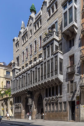 26  800px-Palau_Güell,_Antoni_Gaudi,_Bar