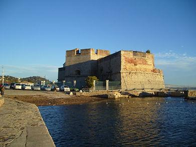 7  1280px-Toulon_Fort_St._Louis_(3).jpg