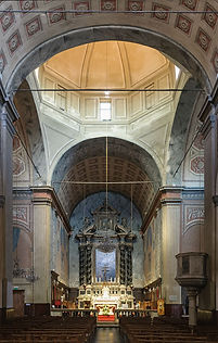 4 800px-Ajaccio_cathedrale_interieur.jpg