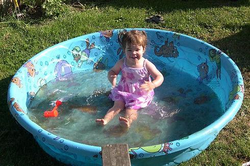 03-06-07 katie in pool.JPG