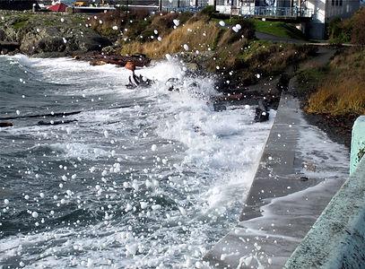 v10-1-14 waves and foam at Odgen Point.j