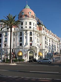00300px-Hotel_Negresco_façade.JPG