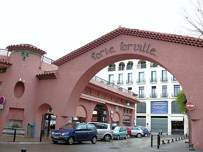 11  1280px-Cannes_-_Marché_Forville_-1.J