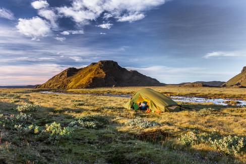 Island på tvers