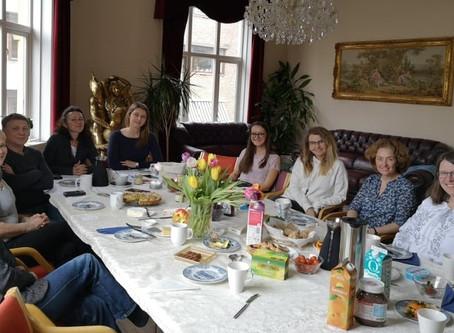 Сніданок з режисеркою Ларисою Артюгіною/Frokostmøte med regisør Larysa Artyuhina
