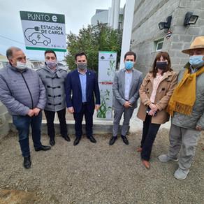 Se inauguró el primer punto de carga para autos eléctricos de la provincia de Chubut
