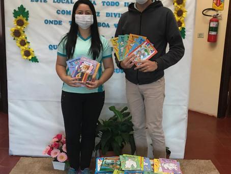 ACIIM doa trezentos livros infantis para Secretaria de Educação
