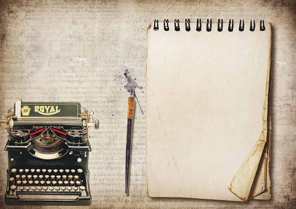 typewriter-3583552_1280.webp