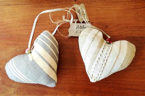 Petit sachet tissu forme coeur fourni de lavande naturelle