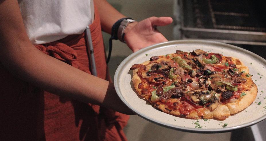 small-supreme-pizza-paradiso-byron-bay.j