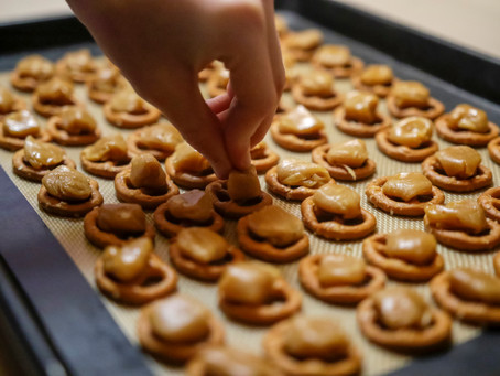 3 Ingredient Pinterest-Fail-Turned-PHENOMENAL Gluten Free Vegan Toffee Pretzel Bark
