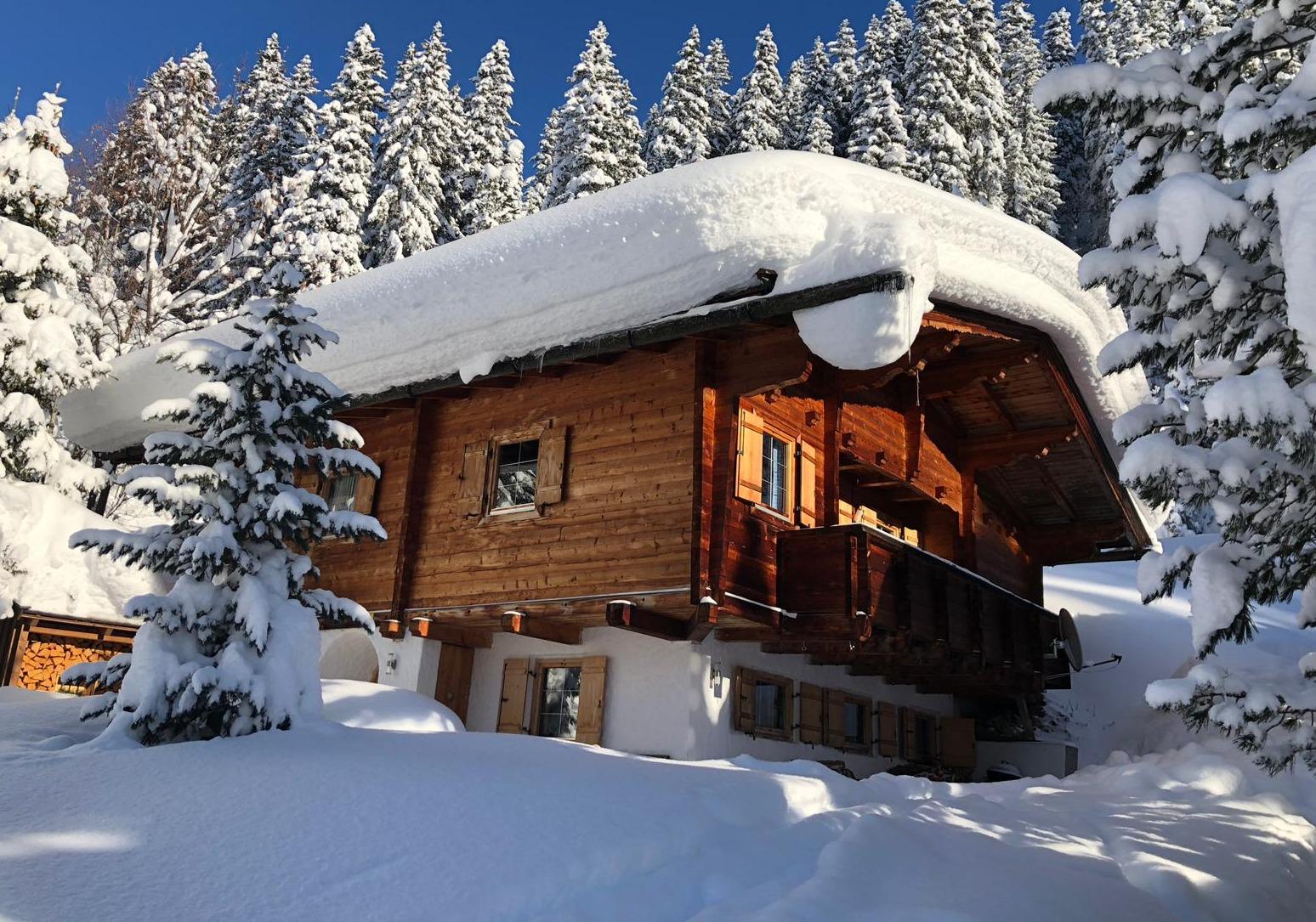 Blick auf Bromberghütte Winter