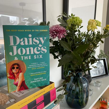 DAISY JONES & THE SIX BY TAYLOR JENKINS-REID