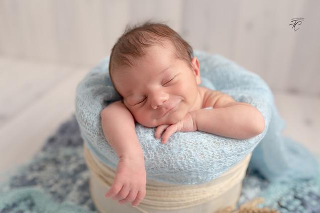 Photographie nouveau né dans contenants Langres
