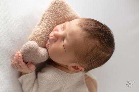 Nouveau né Photographié sur Bean Bag